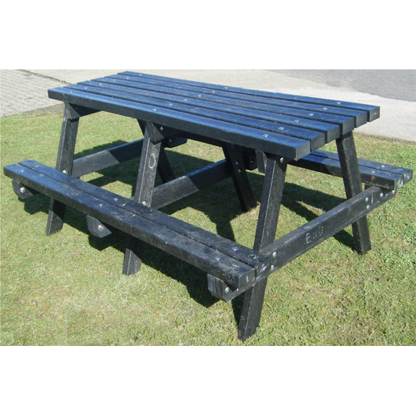 Square country picnic table