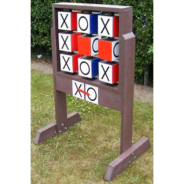 Square noughts and crosses