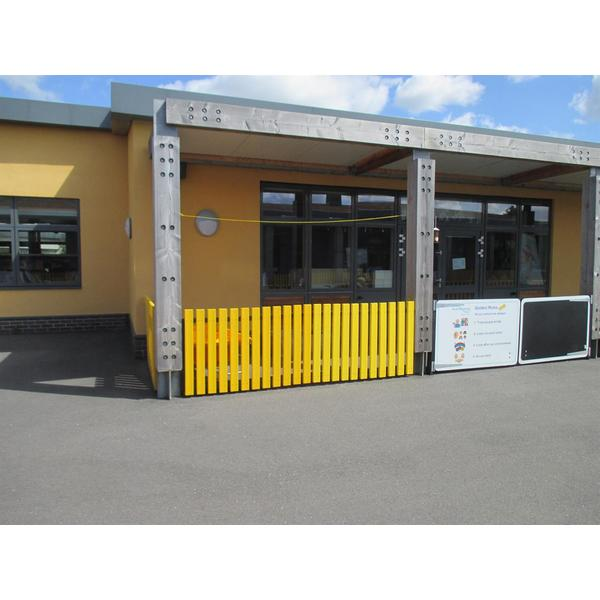 Square coloured fencing panels
